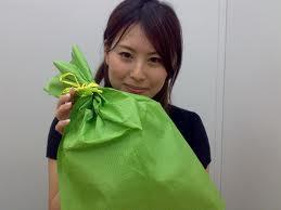 女子へのプレゼントの送り方