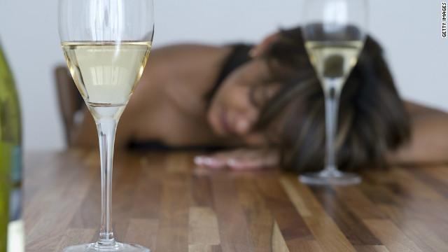 酔っぱらうと普段は気にもならない異性が魅力的に見えるのはなぜ?